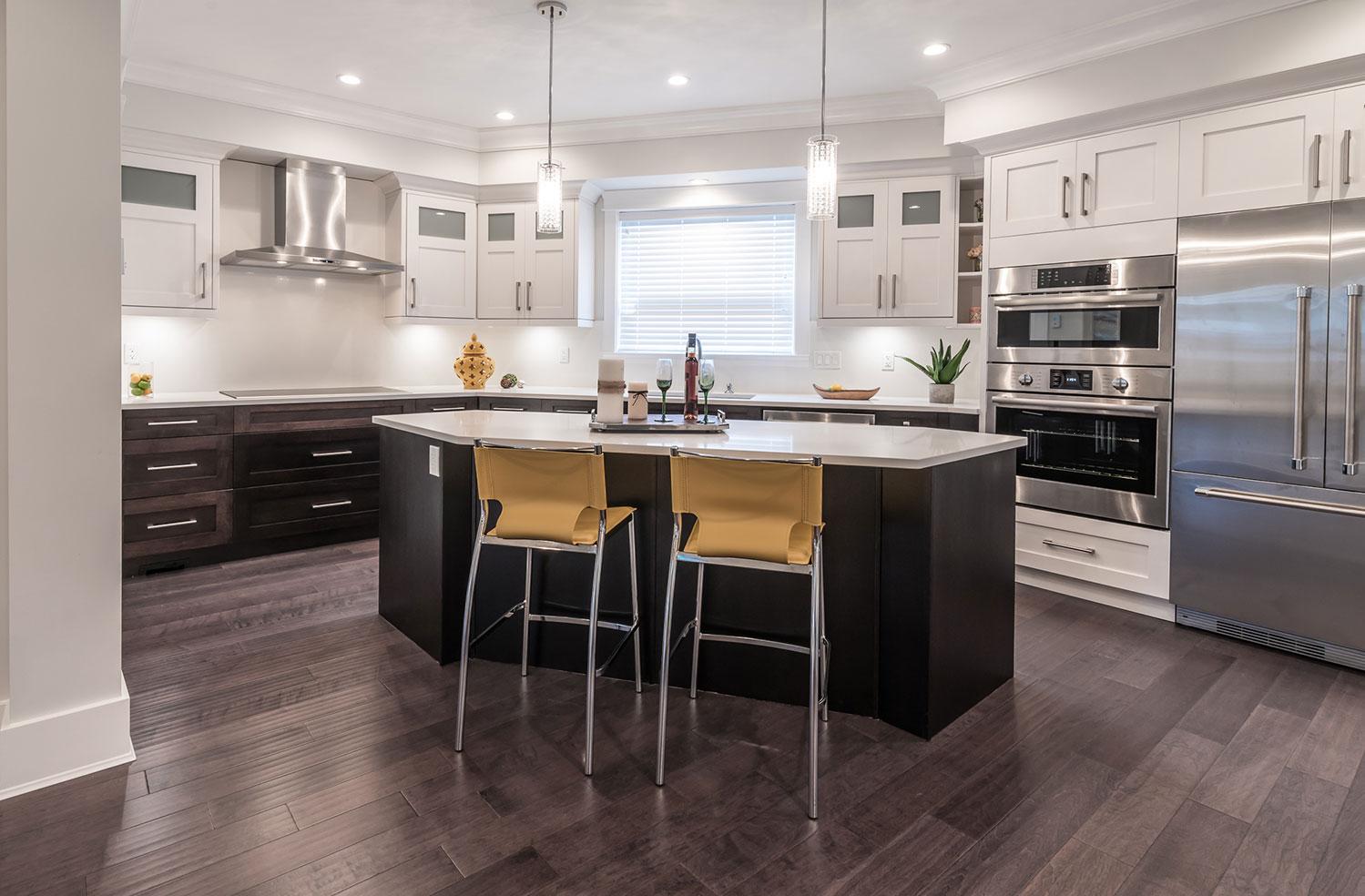 Dark lower, white upper cabinets